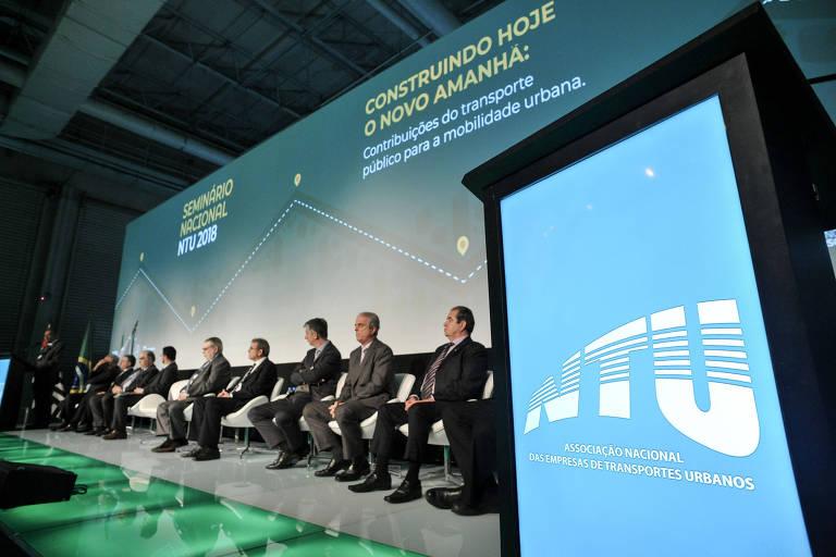Participantes do debate ?E agora, Brasil? Transporte público?, realizado pela Folha com apoio da Associação Nacional das Empresas de Transportes Urbanos, em SP